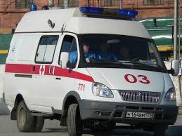 ВПетербурге пьяная женщина упала под автобус наостановке наФучика