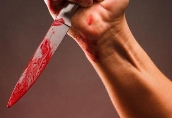нас удар ножом в живот девушке видео Дакайн отводит